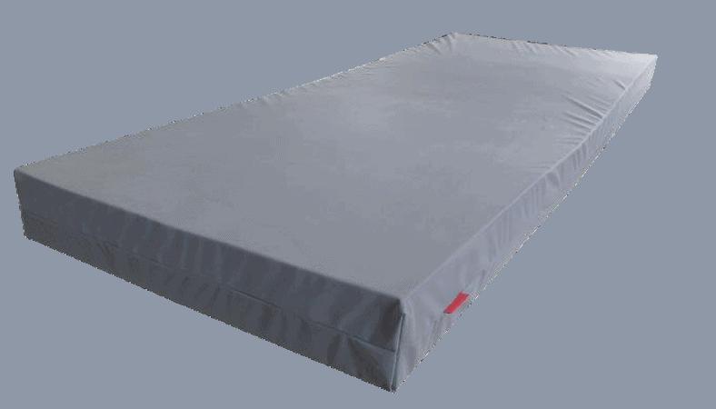 Her ses en madras med gråt betræk og et rødt label